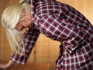 сильные боли внизу живота или в боку