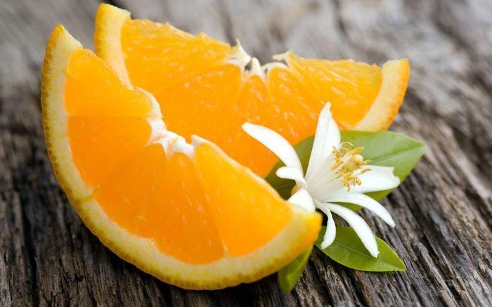 Две дольки апельсина