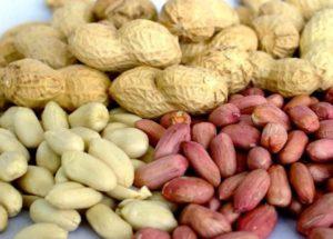 Очищенный арахис и неочищенный от скорлупы