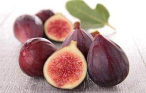 Несколько плодов инжира