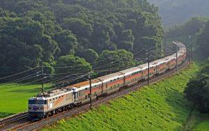 Пора відпусток: як подорожувати на поїзді по Україні